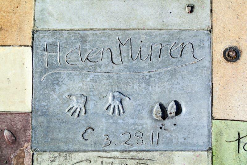 Hand en Voetafdrukken van Helen Mirren voor het Chinese Theater van TCL royalty-vrije stock fotografie
