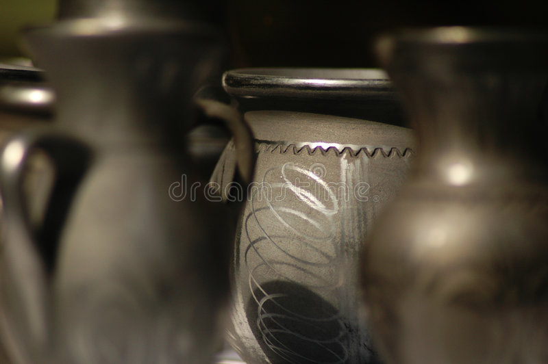 hand för 2 bunkar - gjorda romania royaltyfri foto