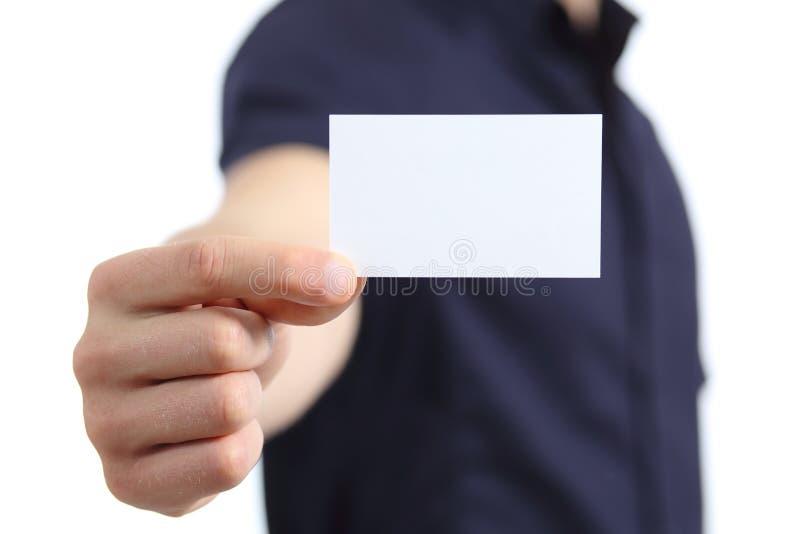 Hand för affärsman som rymmer ett tomt kort fotografering för bildbyråer