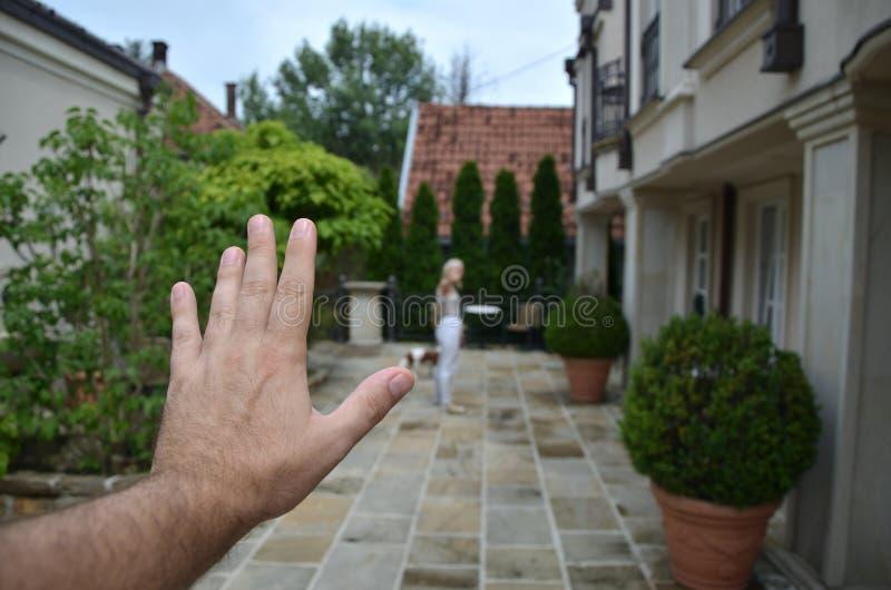 Hand för man` s och lämnakvinna arkivbilder