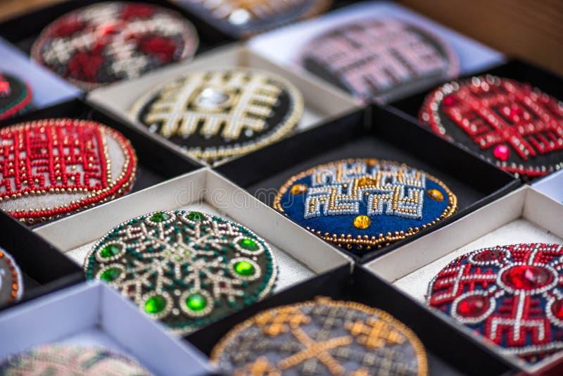 Hand - gemaakte broches stock afbeeldingen