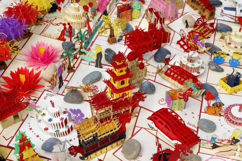 Hand - gemaakte 3D vouwbare kaarten voor verkoop in Saigon, Vietnam stock fotografie
