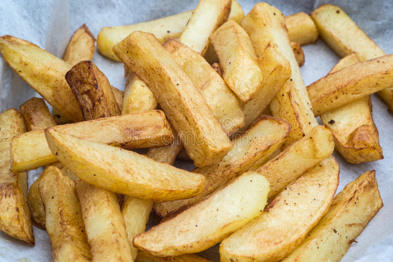 Hand geschnittene geschmackvolle Kartoffelchipfischrogen lizenzfreies stockbild