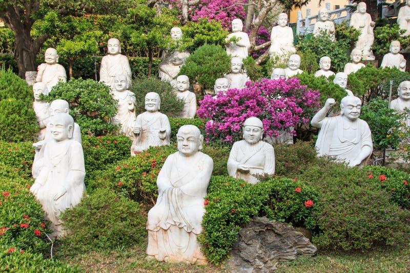 Hand gesneden Boedha bij de ingang van FO Guang Shan royalty-vrije stock afbeeldingen