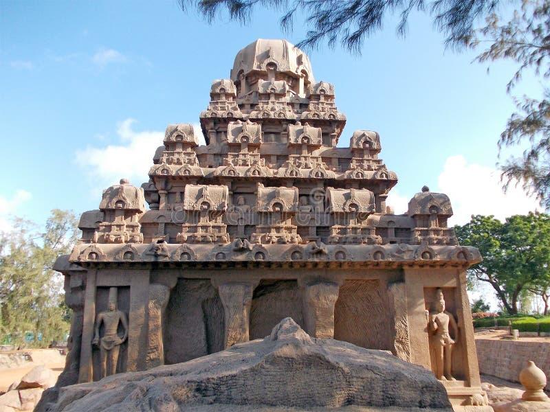 Hand gesneden monumenten in Mahabalipuram stock afbeeldingen