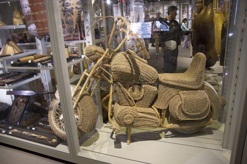 Hand gesponnenes Weidenmotorradgrafikmuseum stockfotografie