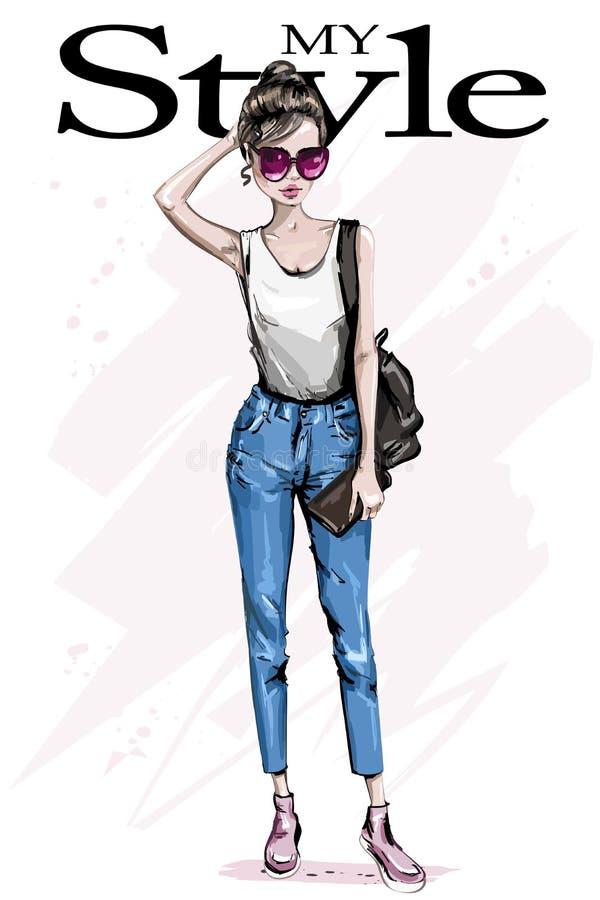 Hand getrokken mooie vrouwenn zonnebril Maniervrouw met rugzak Modieuze uitrusting vector illustratie