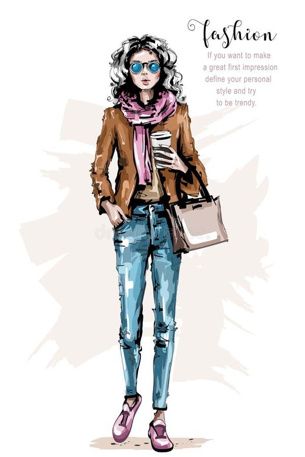 Hand gezeichnete schöne junge Frau mit Tasche Stilvolles Mädchen in der Freizeitbekleidung Modefrauenblick Weibliche Ausstattung lizenzfreie abbildung