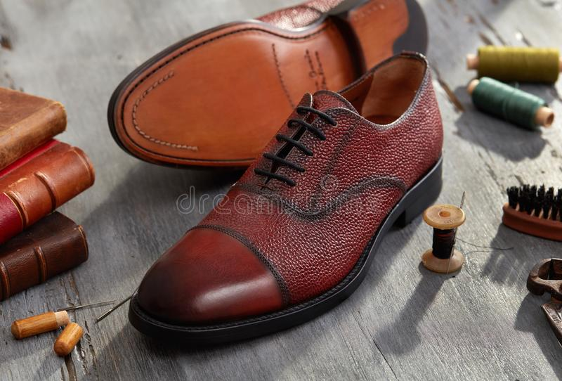 hand - gjorda skor royaltyfri bild