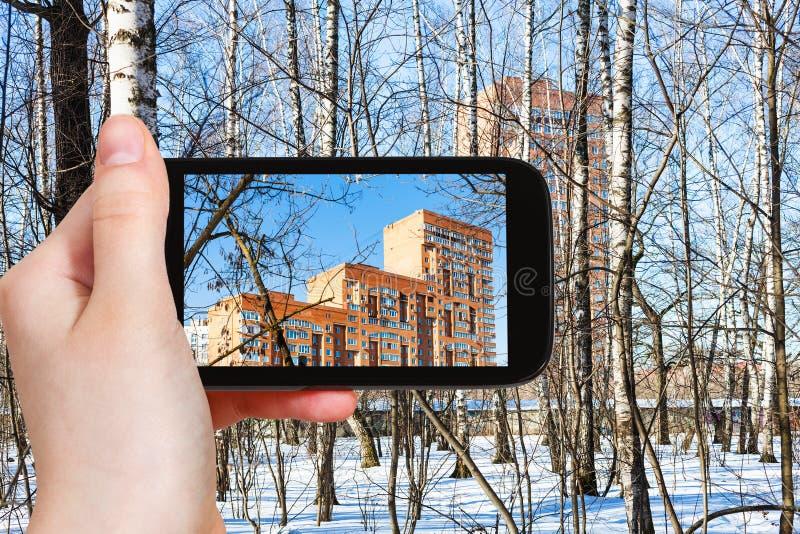 Hand hält intelligentes Telefon stockbilder