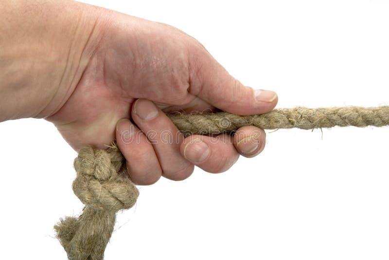 Hand hält Seil mit Knotenpunkt stockfoto