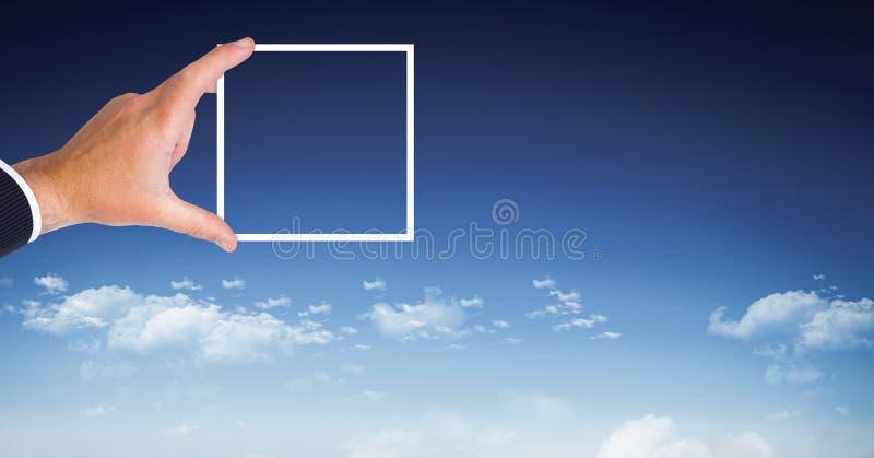 Hand halten quadratisch im Himmel lizenzfreie stockbilder