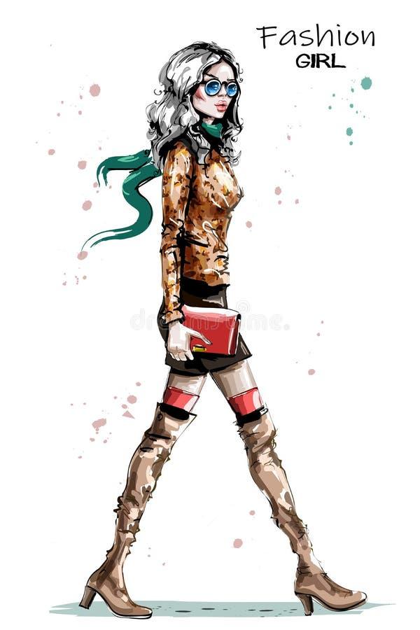 Hand het getrokken mooie jonge vrouw lopen Manierdame in het overhemd van de luipaarddruk Modieus elegant meisje in zonnebril De  stock illustratie
