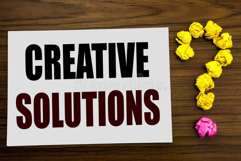 Hand het schrijven de inspiratie die van de teksttitel Creatieve Oplossingen tonen Bedrijfsconcept voor Uitwisseling van ideeën d royalty-vrije stock fotografie