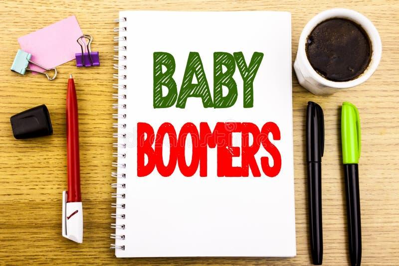Hand het schrijven teksttitel die Baby Boomers tonen Bedrijfsconcept voor Demografische die Generatie op het document van de bloc stock fotografie