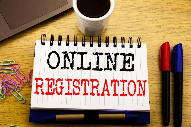 Hand het schrijven teksttitel die Online Registratie tonen Bedrijfsdieconcept voor Internet-Login op notitieboekjeboek wordt gesc royalty-vrije stock afbeelding