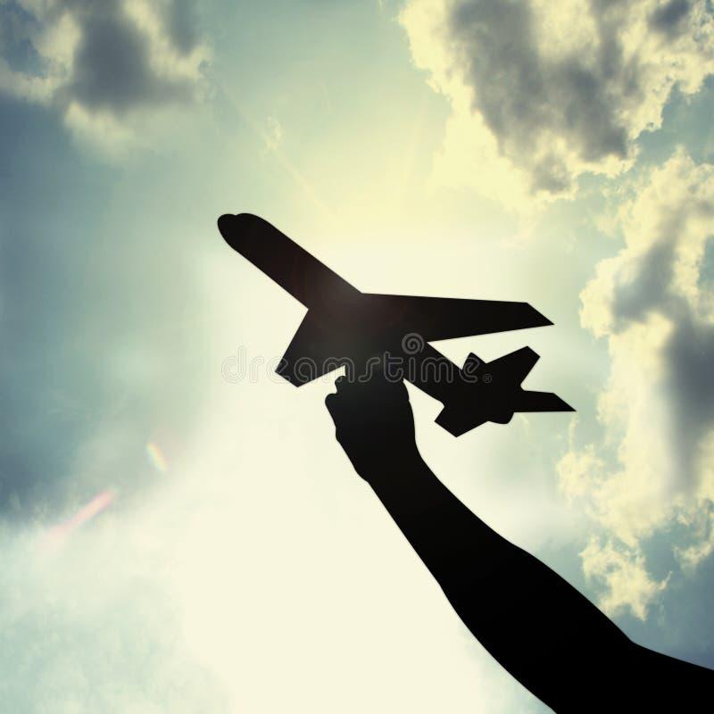In hand het stuk speelgoed van het vliegtuig royalty-vrije stock afbeeldingen