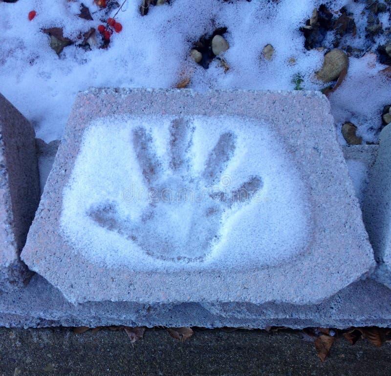 Hand im Schnee stockfotos