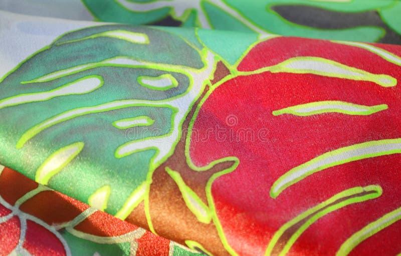 Hand målad siden- halsduk royaltyfria bilder