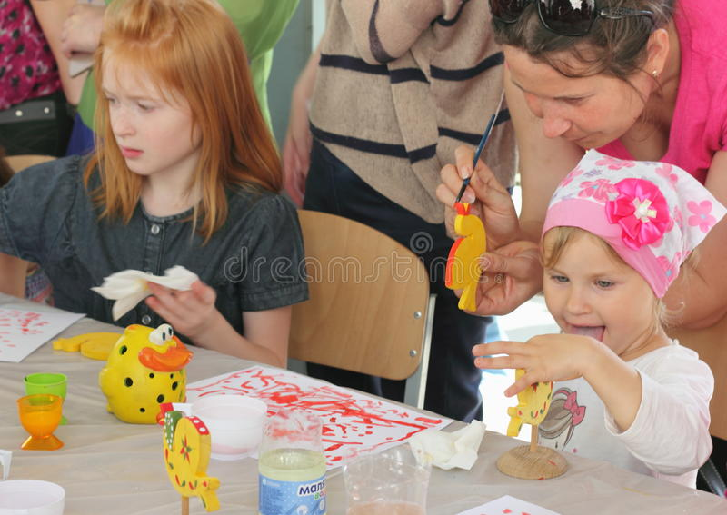Hand-målade barns idérika leksaker arkivbilder