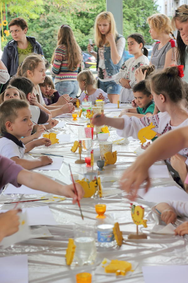 Hand-målade barns idérika leksaker royaltyfria foton