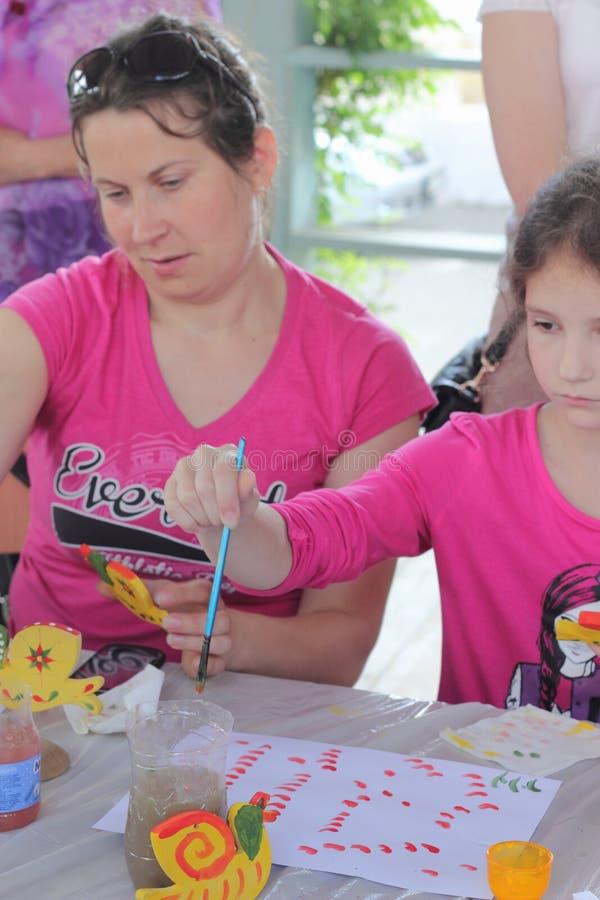 Hand-målade barns idérika leksaker arkivfoton