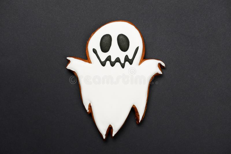The hand-made eatable gingerbread Halloween ghost stock images