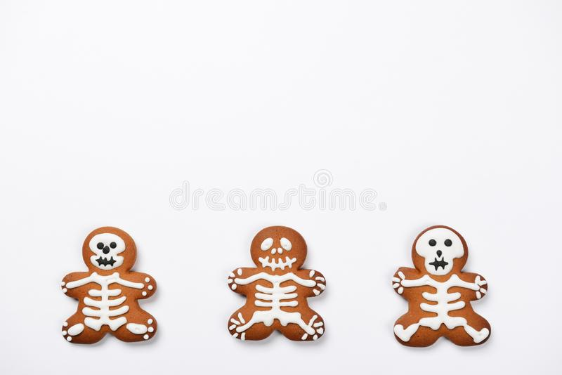 The hand-made eatable gingerbread Halloween skeletons stock images