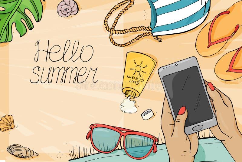 Hand med en smartphone, färgrika objekt för en strand på sanden till havet i stilen av skissa royaltyfri illustrationer