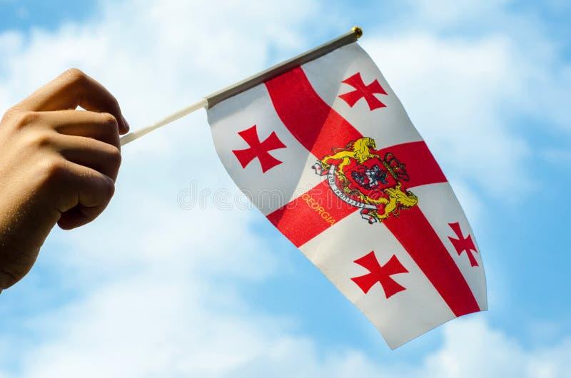 Hand med flaggan av Georgia royaltyfria bilder