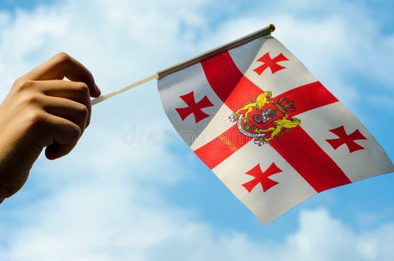 Hand med flaggan av Georgia arkivbild