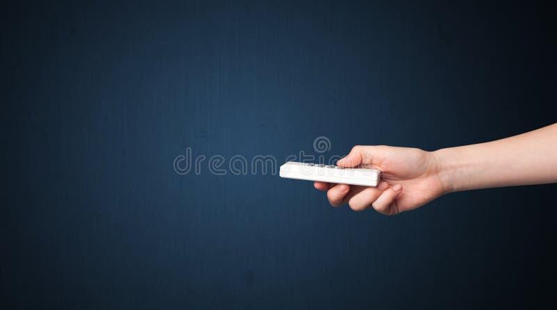 Download Hand met afstandsbediening stock afbeelding. Afbeelding bestaande uit keus - 54088913
