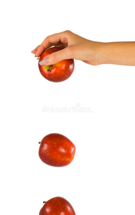 Hand met dalende appel royalty-vrije stock fotografie