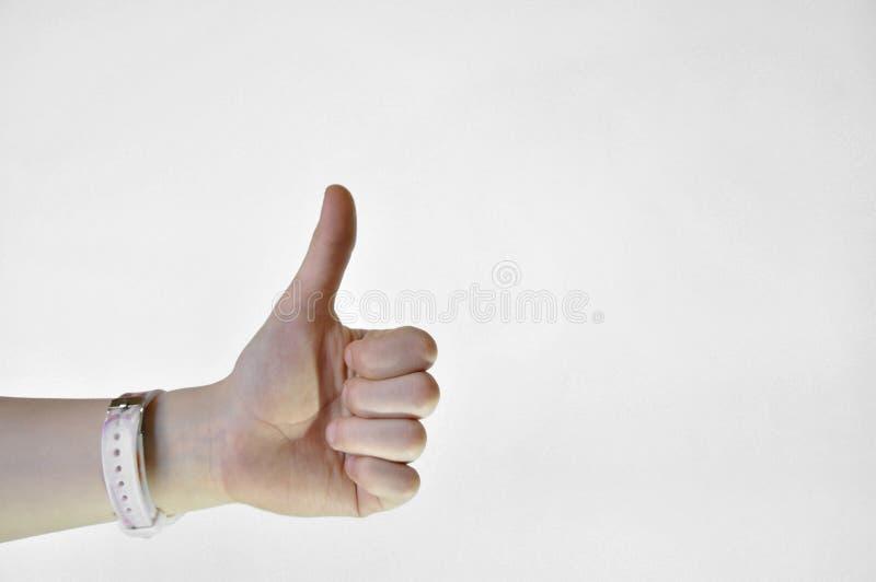 Hand met duim die omhoog op witte achtergrond wordt ge?soleerde stock afbeeldingen