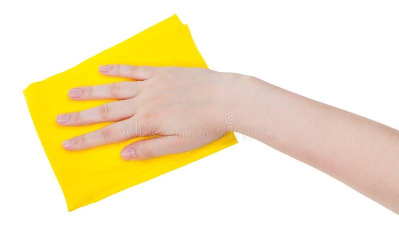 Hand met geel schoonmakend die vod op wit wordt geïsoleerd stock afbeeldingen