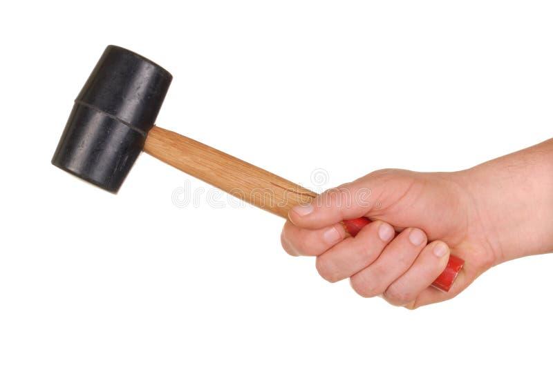 Hand met Houten hamer stock foto