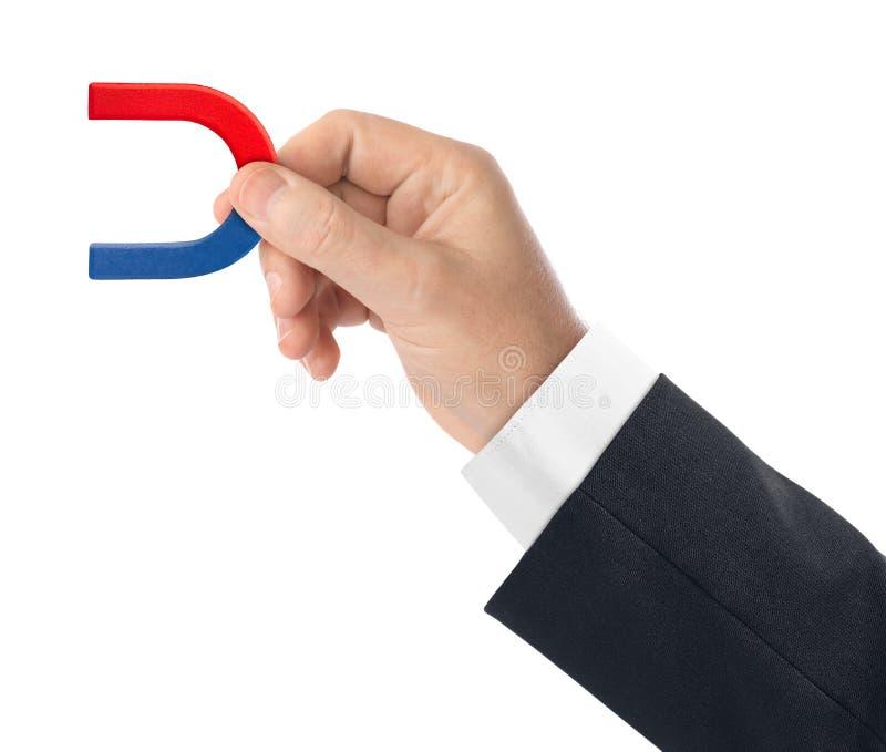 Hand met magneet royalty-vrije stock afbeelding