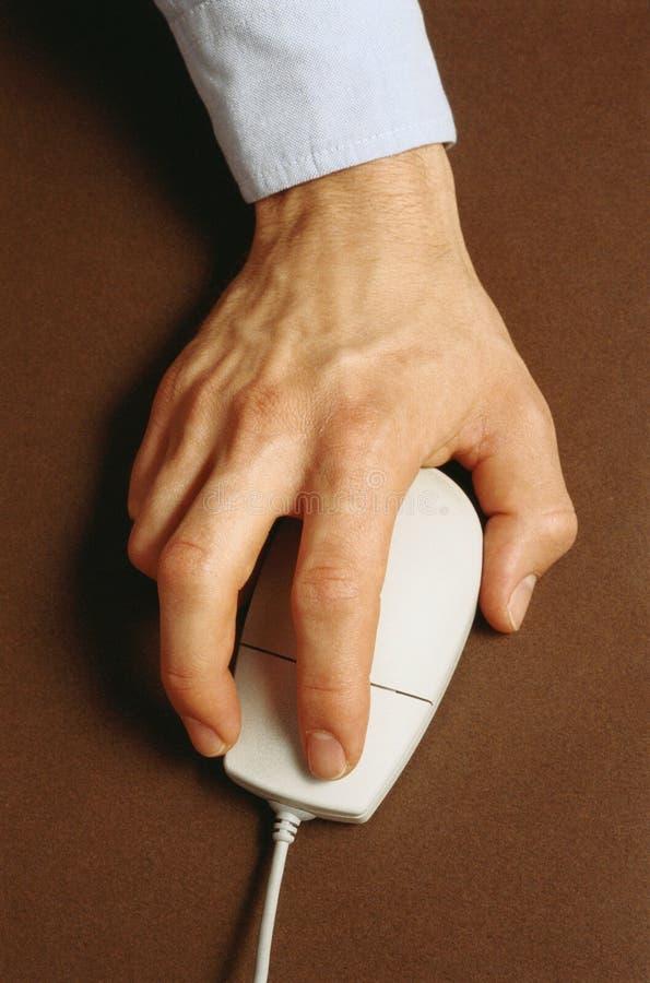 Hand met muis die apparaat richt royalty-vrije stock afbeeldingen