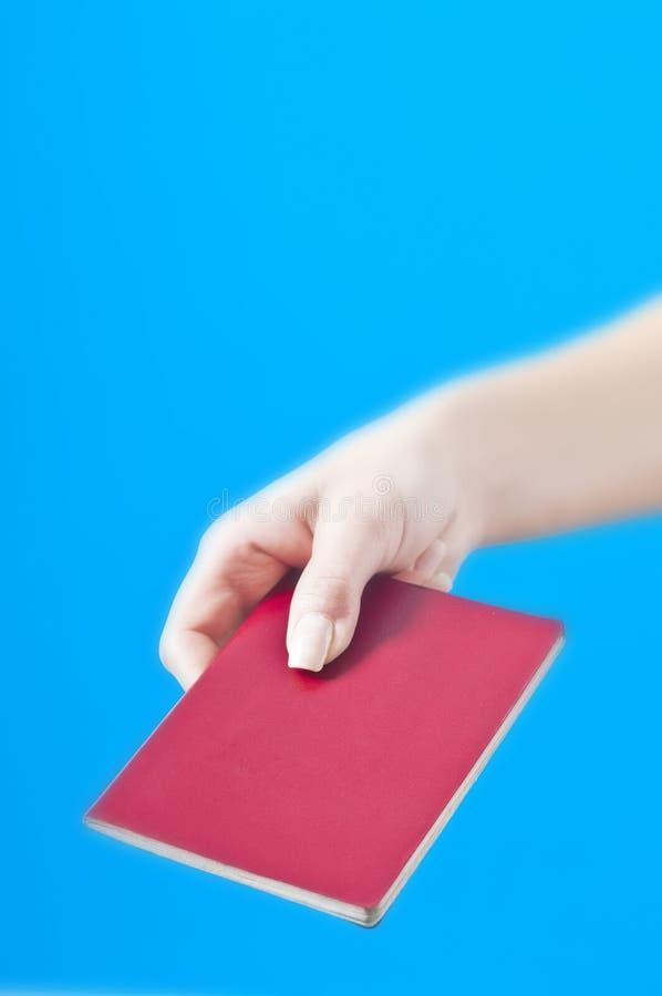 Hand Met Paspoort Stock Foto