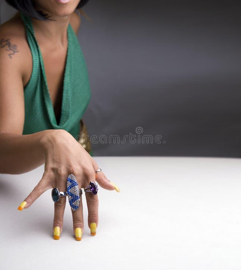 Hand met ringen royalty-vrije stock afbeelding