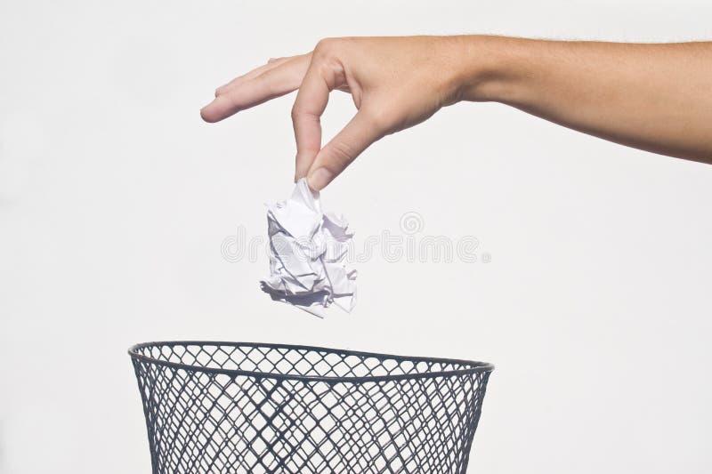 Hand mit Abfall lizenzfreie stockfotos