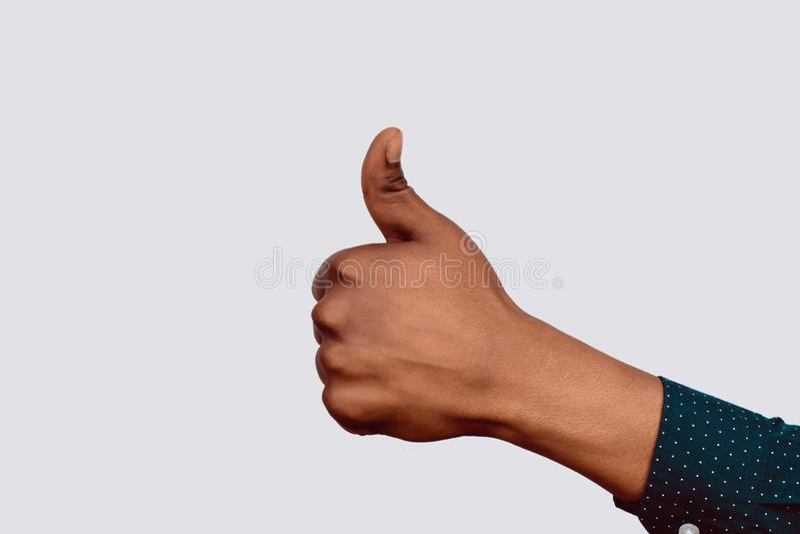 Hand mit den Daumen oben stockfotos