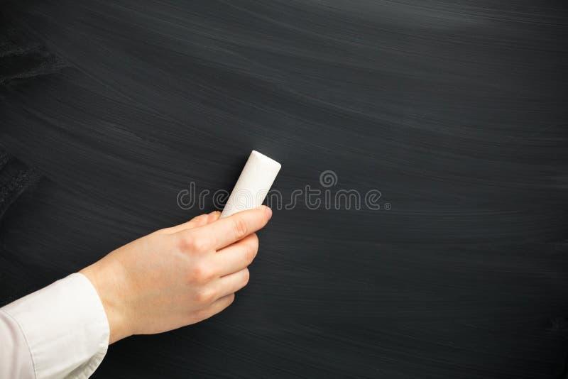 Hand mit einer Kreide lizenzfreie stockbilder