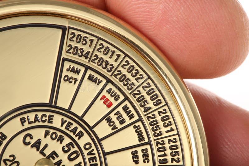Hand mit Kalender. lizenzfreie stockbilder