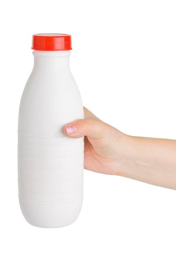 Hand mit Milchflasche lizenzfreie stockfotografie