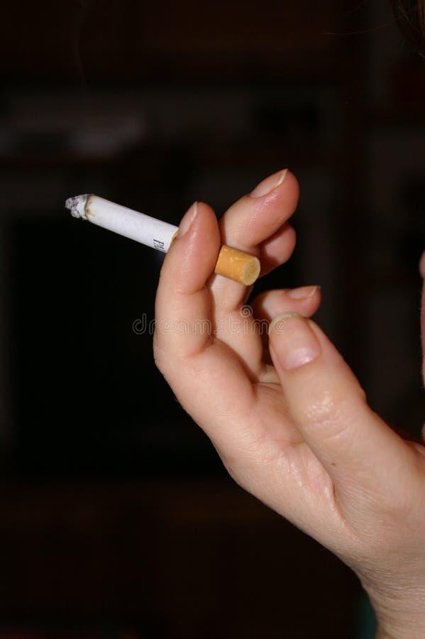 Download Hand mit Zigarette stockfoto. Bild von hauch, wenige, beendet - 862688