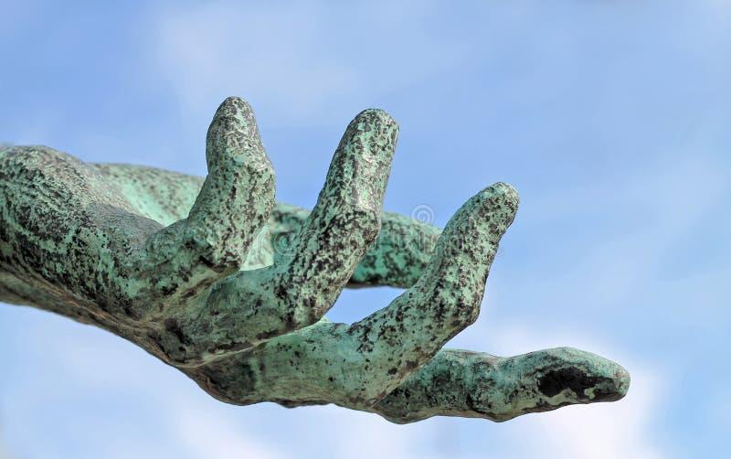 Hand och himmel arkivfoto
