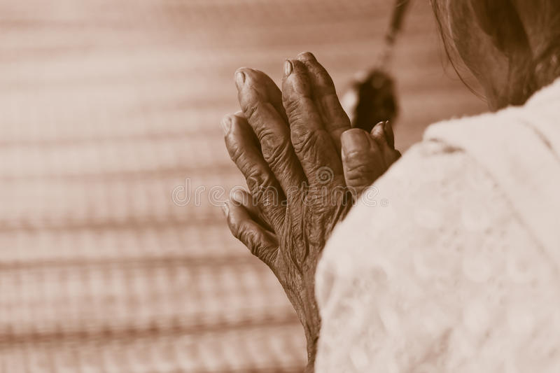 Hand of Old woman praying royalty free stock photos