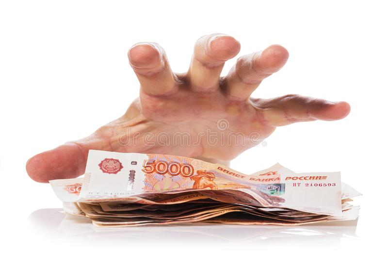 Hand omkring som griper pengarna som isoleras Begrepp på stöld eller bedrägeri med valuta royaltyfri fotografi