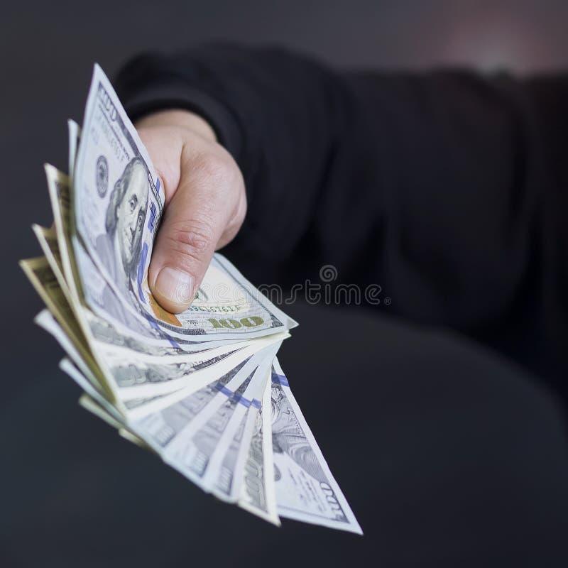 Hand på kassa Finans korruption Olagliga transaktioner royaltyfri fotografi